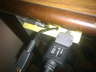 USBケーブルをまとめる